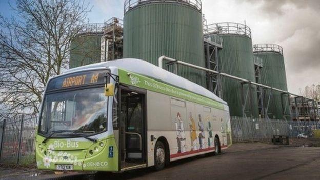 Ônibus abastecido com biocombustível