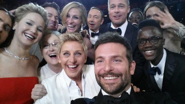Selfie de ellen degeneres y otros famosos como Brad Pitt