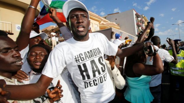 Supporters of president-elect Adama Barrow celebrate his inauguration at Gambia's embassy in Dakar, Senegal (January 19, 2017)