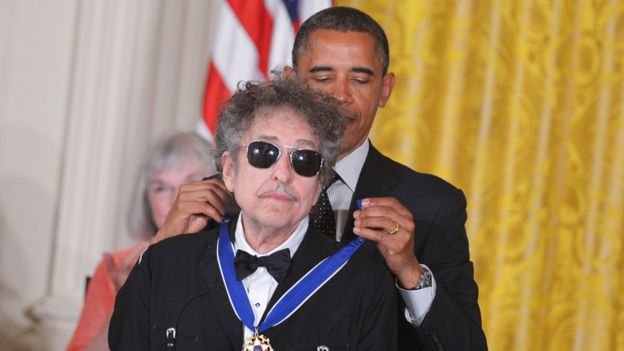 Bob Dylan with President Obama in 2012