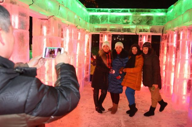 People visit ice sculptures ahead