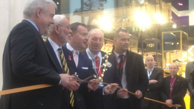 First Minister Carwyn Jones joins council leaders for the official opening