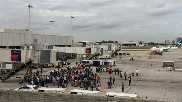 Evacuación del aeropuerto de Fort Lauderdale.
