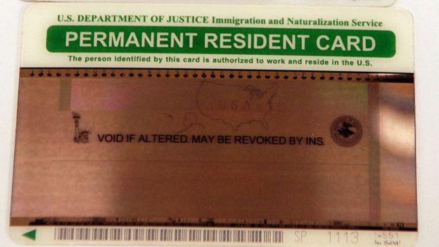 Una 'green card' o de residente permanente en EE.UU.