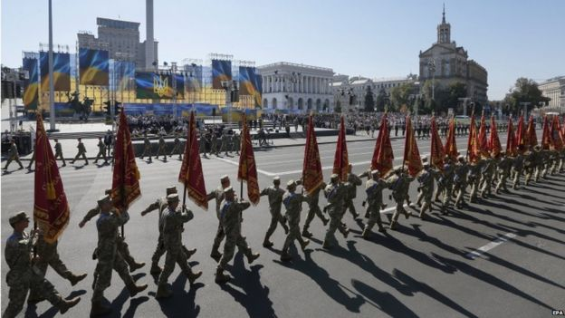Ukrainian soldiers in Independence Square, Kiev (24 August)