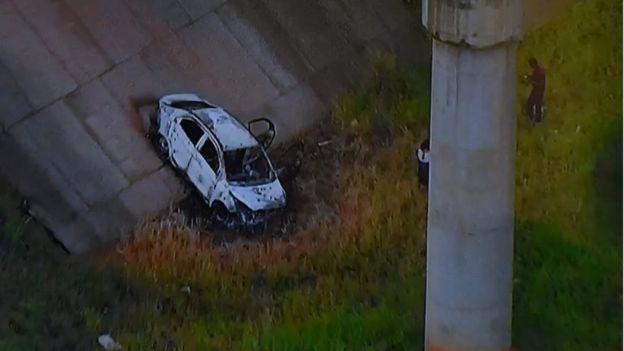 阿米里迪斯大使的尸体在一辆烧毁的轿车中被发现。