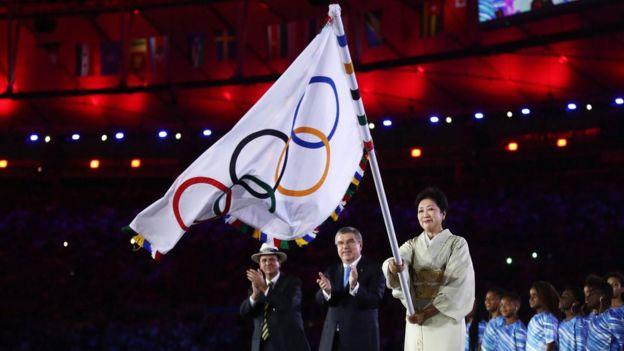Olimpiyat bayrağı Japonya'ya devredildi