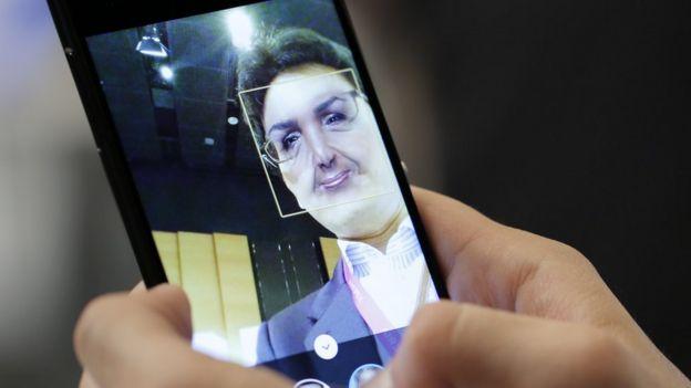 Efectos de realidad aumentada en un Sony Corp. Xperia Z4