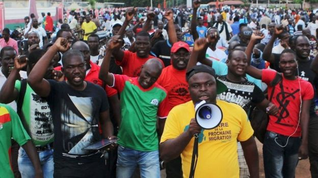 Protesters chant slogans against the presidential guard in Ouagadougou, Burkina Faso, September 16, 2015