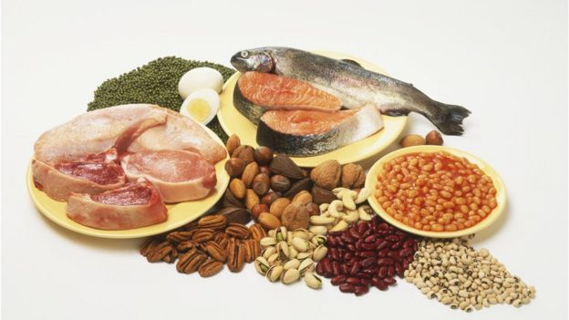 Carne, huevo, pescado, frijoles, lentejas y frutos secos.