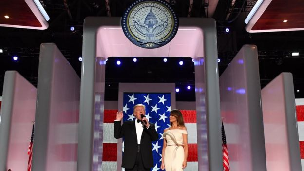 Donald Trump y Melania en una gala de las fuerzas armadas estadounidenses.