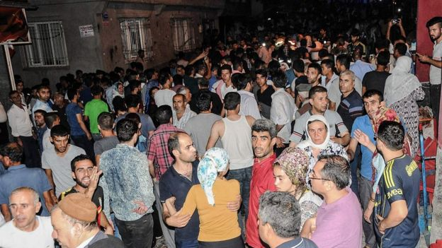 People in the streets after an explosion in Gaziantep, 20 August