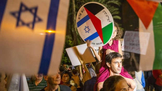 Israel and Palestinian flags at a peace rally in Tel Aviv (Oct 2015)
