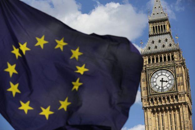 Big Ben önünde dalgalanan Avrupa Birliği bayrağı