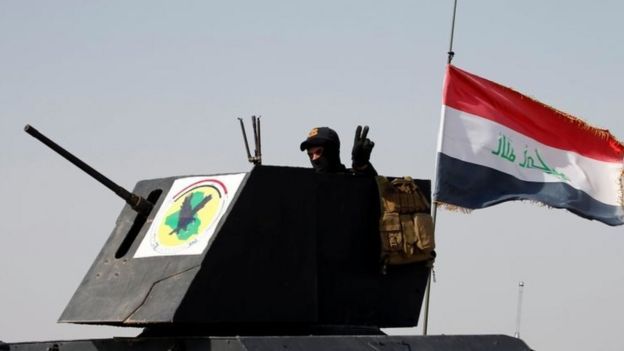 A member from the Iraqi Counter-Terrorism Force gestures as his units advance towards Falluja, Iraq. Photo: 28 May 2016