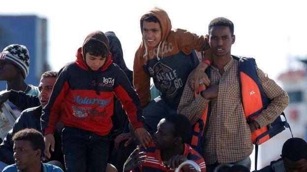 Migrants arrive in Sicily on Italian coastguard vessel - 13 May