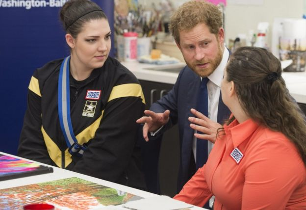 Prince Harry with two injured servicewomen at an art therapy class at Fort Belvoir