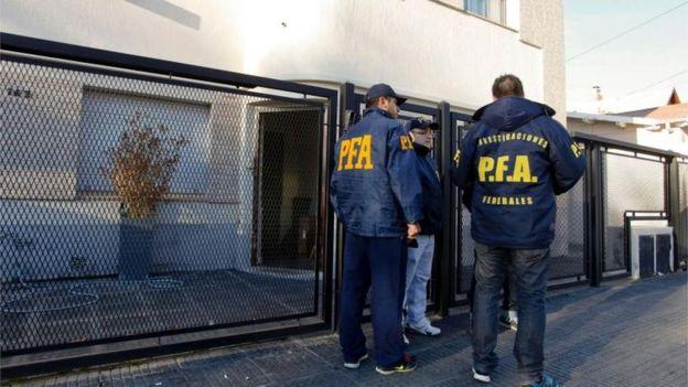 La policía de Argentina realizó este jueves varios allanamientos en la provincia de Santa Cruz, al sur del país.