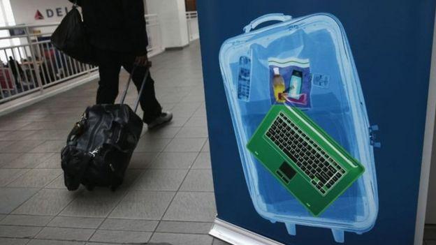 筆記本電腦、平板電腦、電子數和遊戲機等電子產品都需要放入行李箱之內。