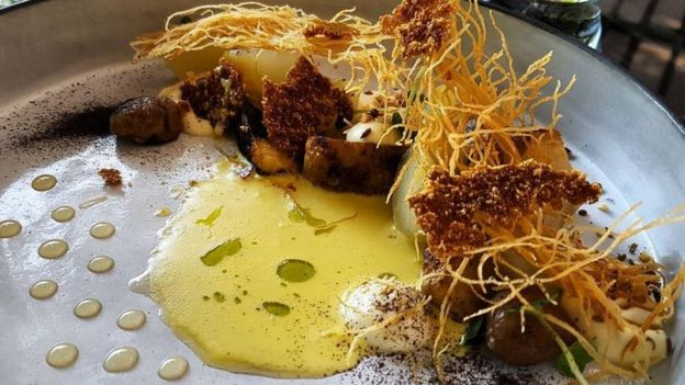 Plato en restaurante lujoso de Sudáfrica