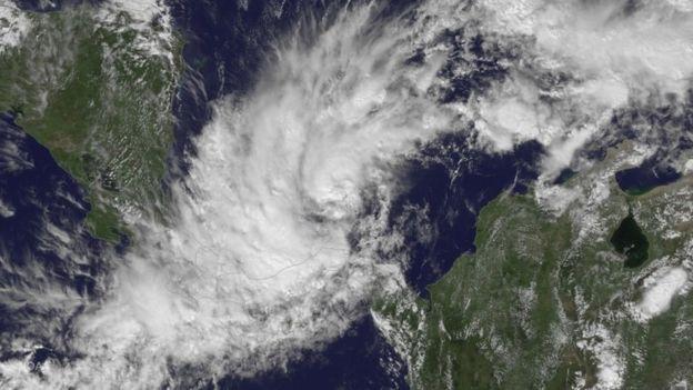 Imagen satelital de la tormenta tropical Otto.