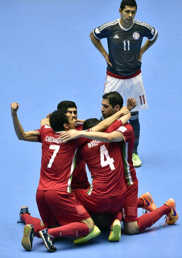 Irán eliminó a Paraguay en cuartos de final.