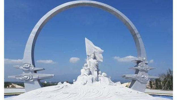 Đài tưởng niệm Gạc Ma ở Cam Lâm, Khánh Hòa (ảnh của trang Thông tin Chính phủ)