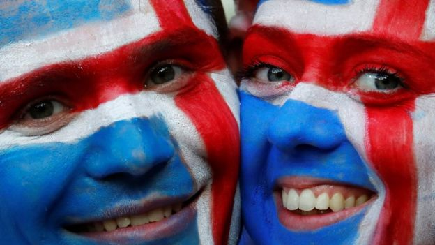 Dos hinchas islandesas