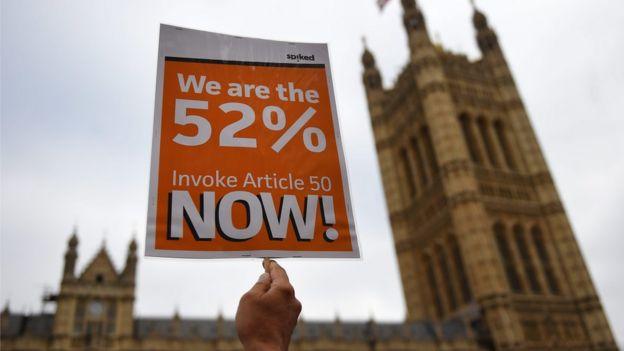 В понедельник сторонники Брексита устроили демонстрацию перед зданием Парламента, требуя не допустить повторного референдума