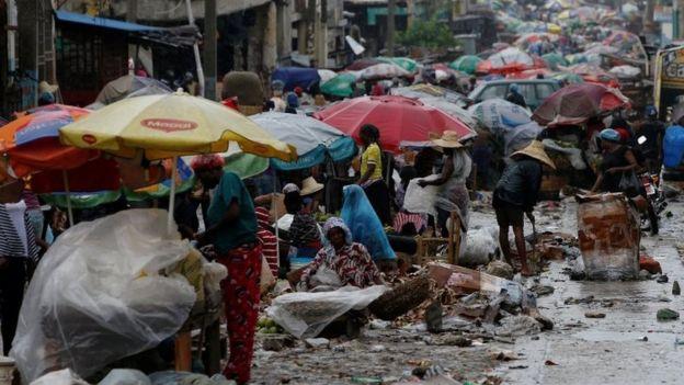 Hatianos salieron a las calles pese a la advertencia por el huracán.