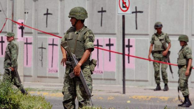 Soldados en México patrullan la Ciudad de Juárez