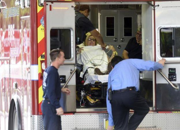 Una ambulancia traslada a una herida