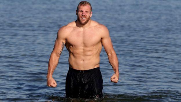 James Haskell en la playa