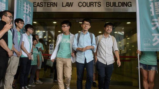 黃之鋒、羅冠聰、周永康在香港東區裁判法院外(21/7/2016)