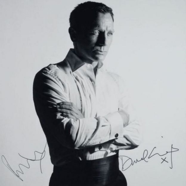 Signed photo of Daniel Craig as James Bond