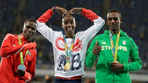 Farah junto al keniata Paul Tanui y el etiope Tamirat Tola.