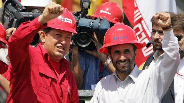 Hugo Chávez junto al expresidente de Irán, Mahmud Ahmadinejad.