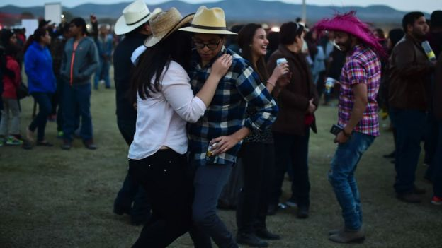 Baile en la fiesta de Rubí