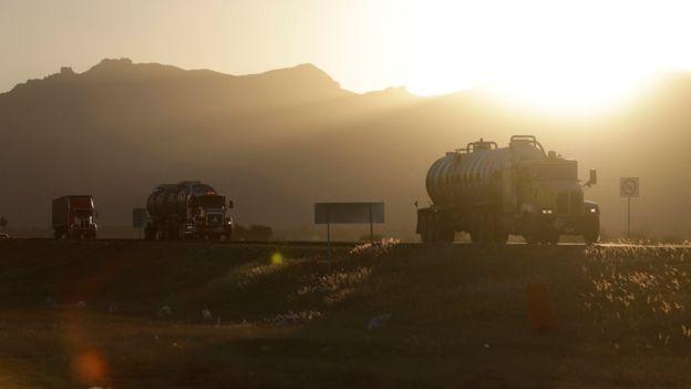Camiones en la carretera a Villa de Reyes