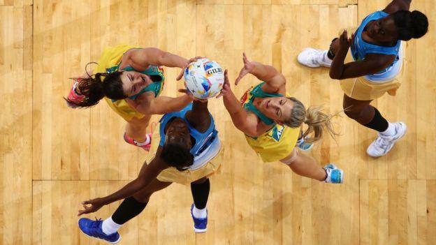 Jugadoras de Australia y Barbados en la Copa del Mundo