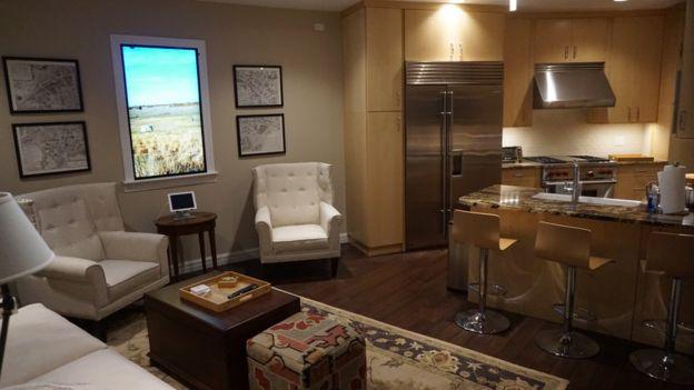 Interior de um dos apartamentos do Survival Condo