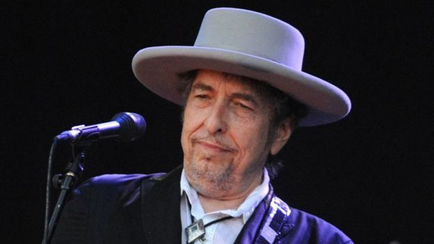 باب دیلن هنر ترانهسرایی را به سطح دیگری برد. او اولین ترانهسرایی بوده که جایزه نوبل ادبیات را برده است.