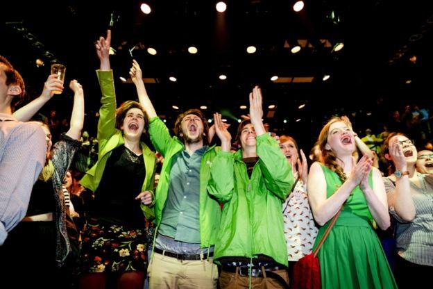En la sede del Partido Verde se vieron escenas de celebración.