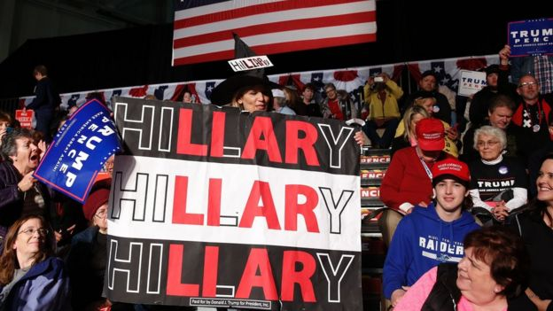 Cartel contra Hillary Clinton en un rally republicano