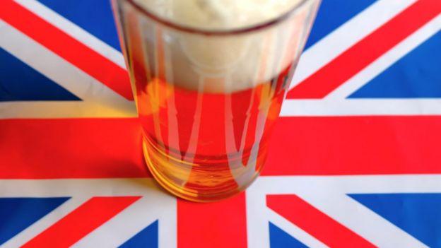 Пинта пива на британском флаге