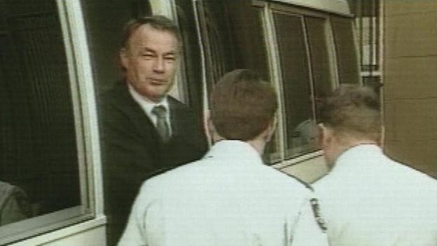 Ivan Milat and two security officers, exiting a van, 28 September 1996.