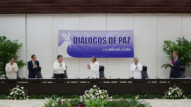 La ceremonia de firma del acuerdo de cese el fuego.