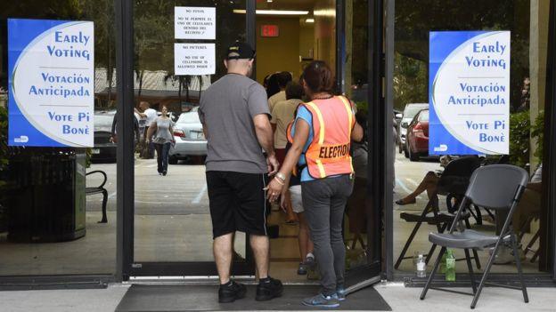 Centro de votación anticipada en Florida, EE.UU.