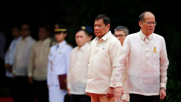 Incoming Filipino President Rodrigo Duterte (second right) stands next to outgoing President Benigno Aquino III (right) during the inauguration ceremony in Manila on 30 July 2016.