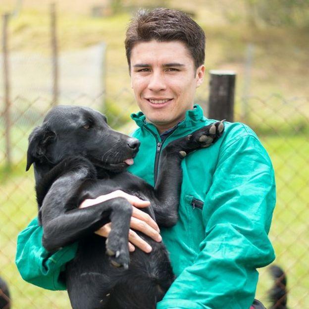 Jonathan Barreto y uno de sus perros